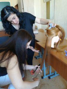 Практическое занятие по стрижке волос