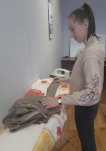 Ученица по курсу кройки и шитья: индивидуальное обучение