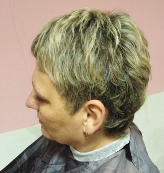 Женская модельная стрижка и мелирование волос