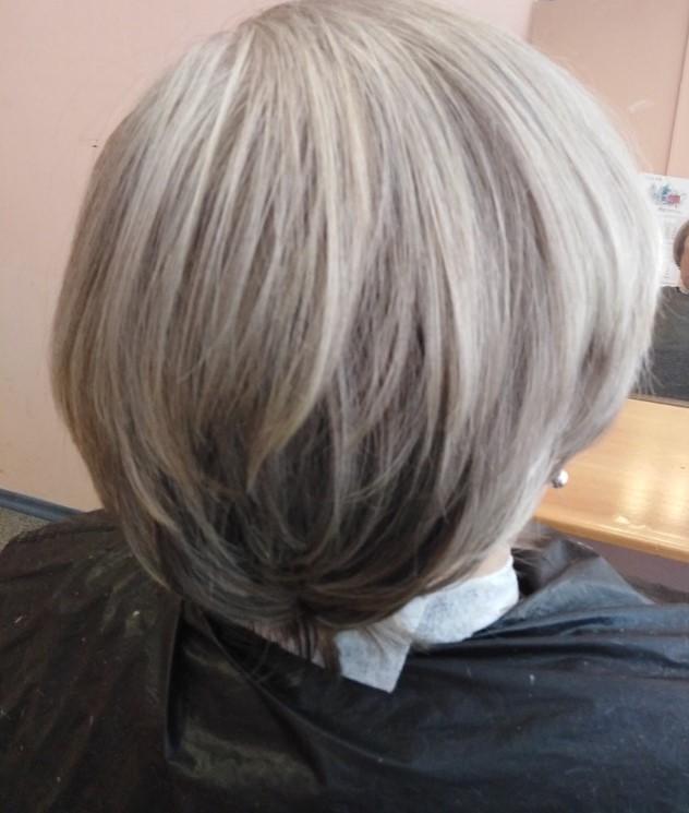 Женская модельная стрижка и окраска  волос