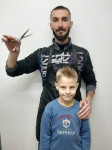 Детская модельная стрижка, выполненная выпускником курса