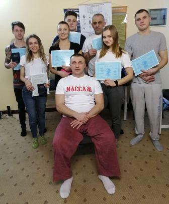 Выпускники курса с преподавателем
