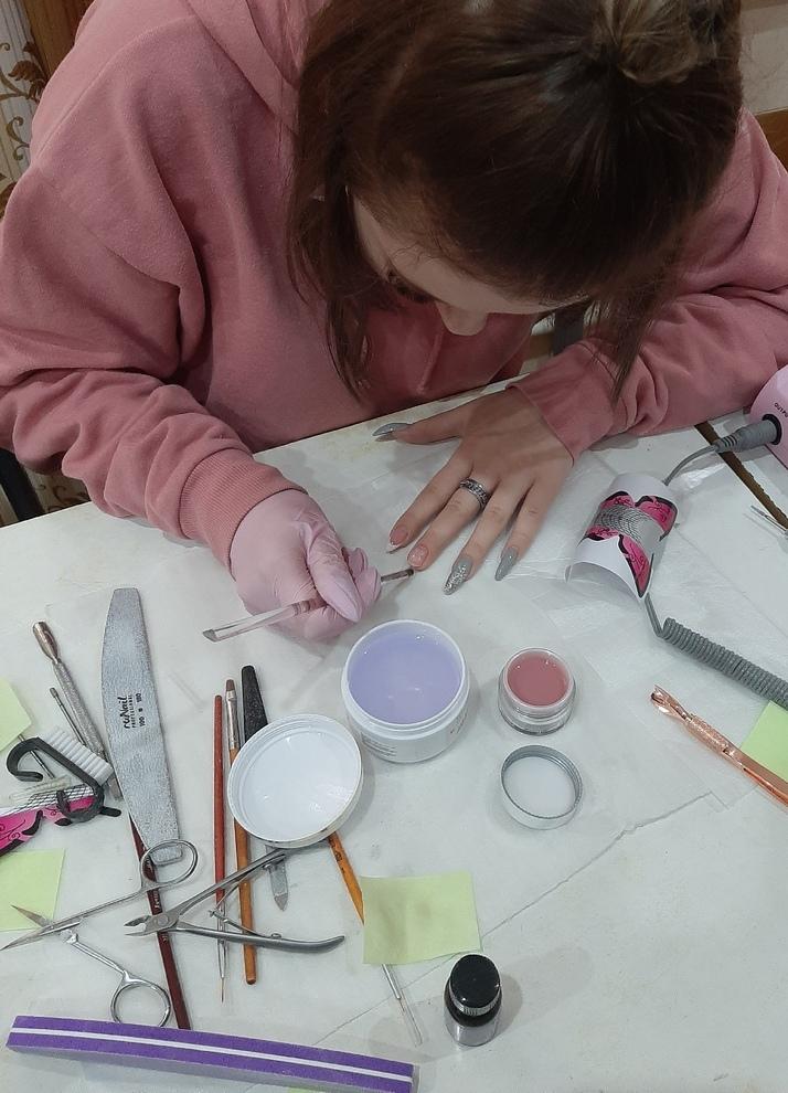 Практическое занятие по наращиванию ногтей: индивидуальное обучение