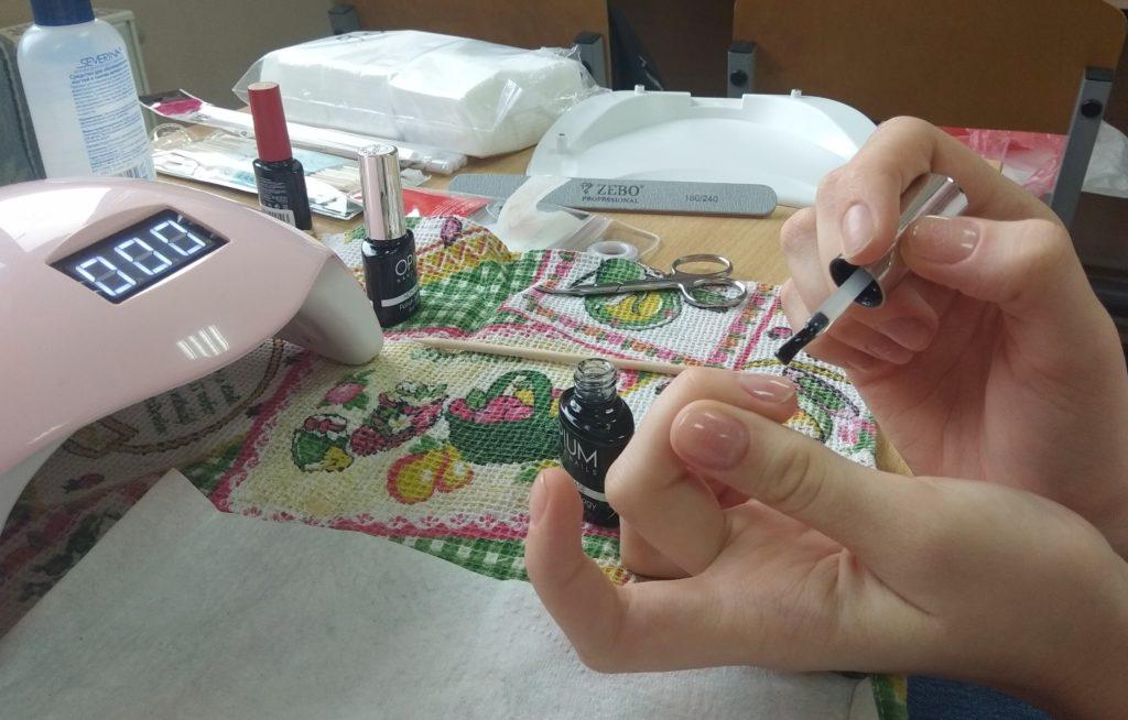 Практическое занятие по покрытию ногтей гель-лаком: индивидуальное обучение