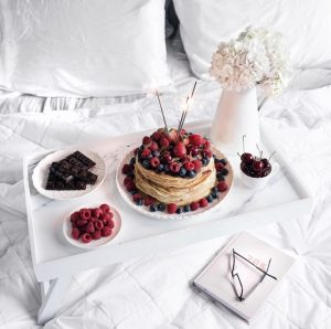 bed-chocolate-fruit-pancakes-Favim.com-4705450